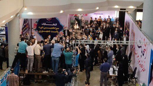 اولین عکس از محمود احمدی نژاد در ستاد انتخابات