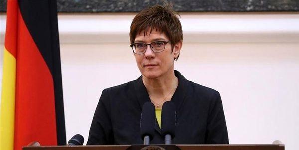 انتقاد وزیر دفاع آلمان از تهدید آمیز بودن تحرکات نظامی روسیه در اروپا