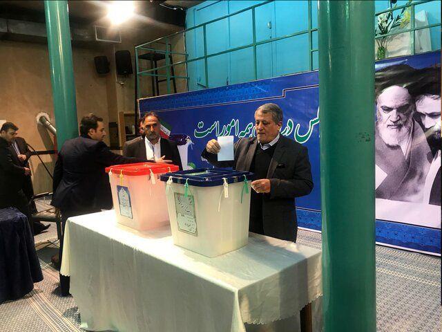 محسن هاشمی رای خود را به صندوق انداخت