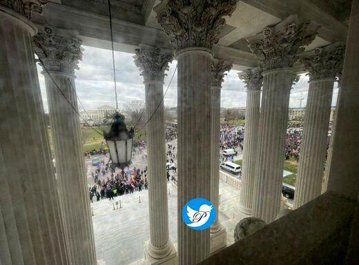 پایین کشیدن پرچم آمریکا از بالای کنگره +فیلم
