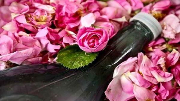 با مصرف گلاب از شر جوشهای سرسیاه راحت شوید