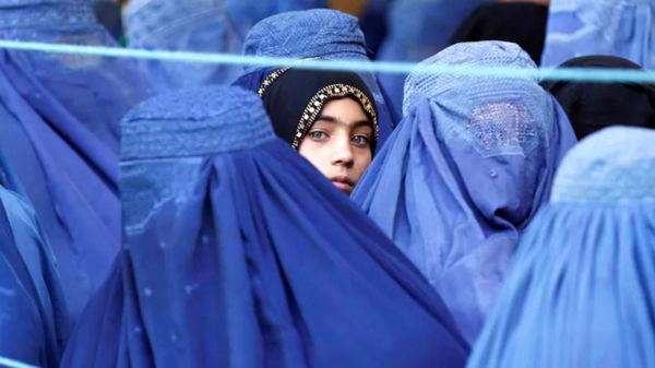 طالبان: زنان خوشبو از خانه بیرون نروند