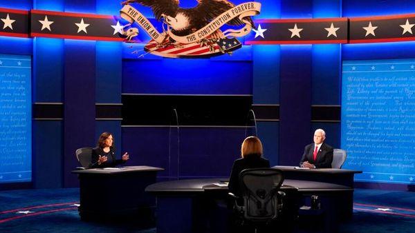 یک مگس در مناظره انتخاباتی آمریکا حسابی جنجال ساز شد + عکس