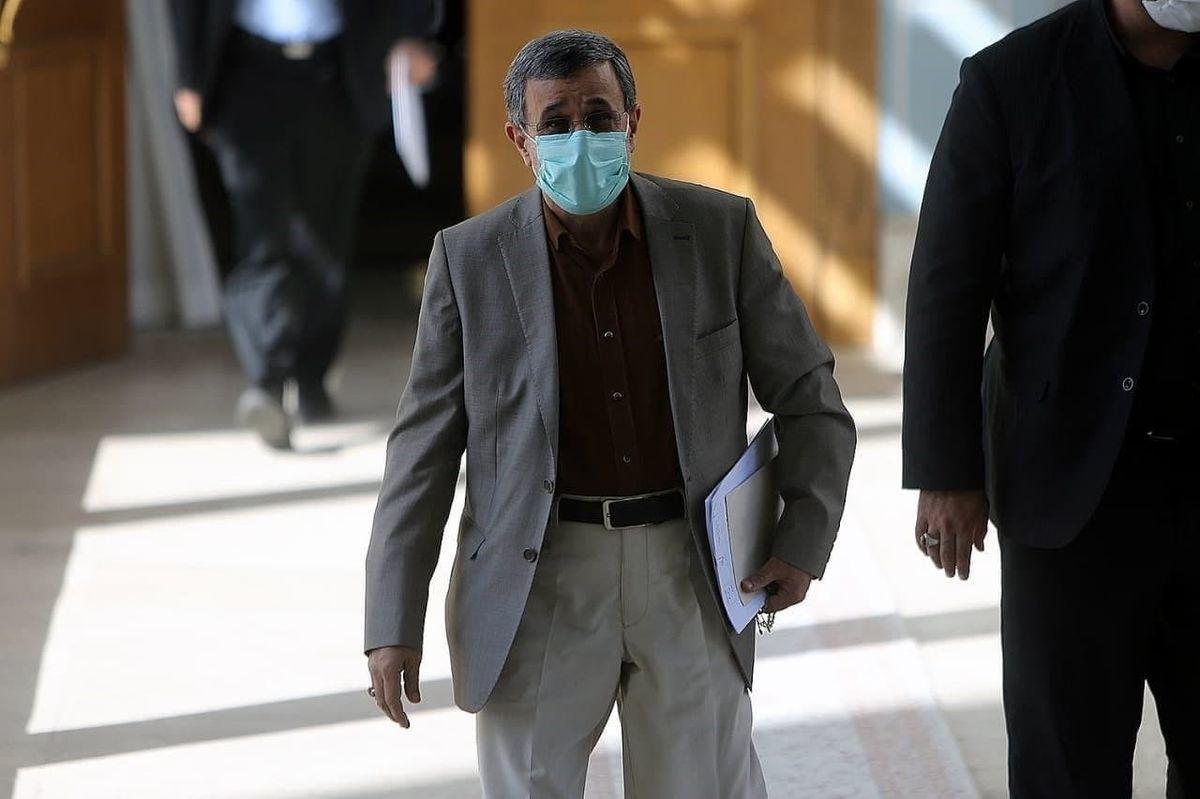 تیپ احمدی نژاد در جلسه دیروز خبرساز شد+عکس