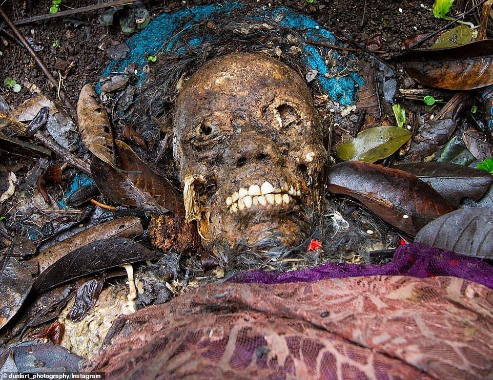 قبرستانی که مردگان آن دفن نمیشوند+تصاویر (۱۲+)