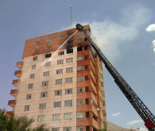 آتشسوزی وسیع در برج ١٠ طبقه در تهران