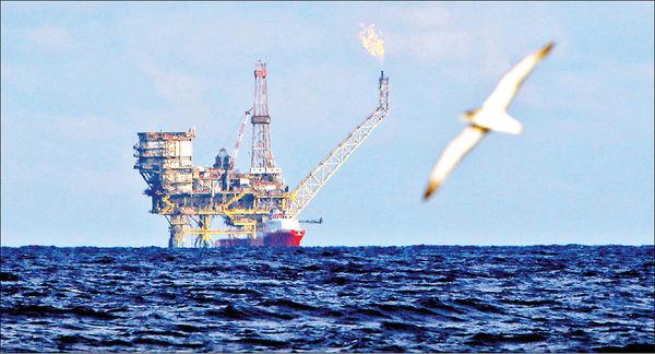 دوراهی نفت و کربنزدایی برای دولتها