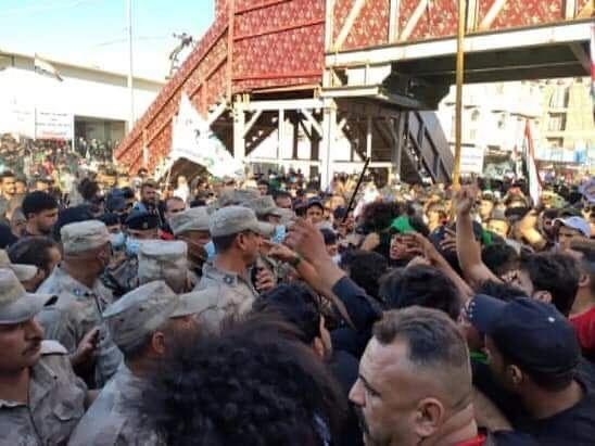 درگیری تظاهرکنندگان و نیروهای امنیتی عراق مقابل حرم حسینی