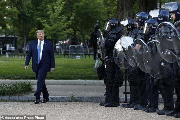 ترامپ کی و چگونه کاخ سفید را ترک خواهد کرد؟