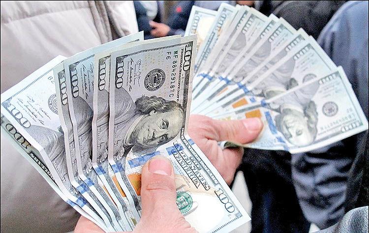 چشم دلاریها به خارج بازار