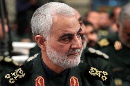 تصویری از شهید سردار سلیمانی در اتاق کنترل پهپاد