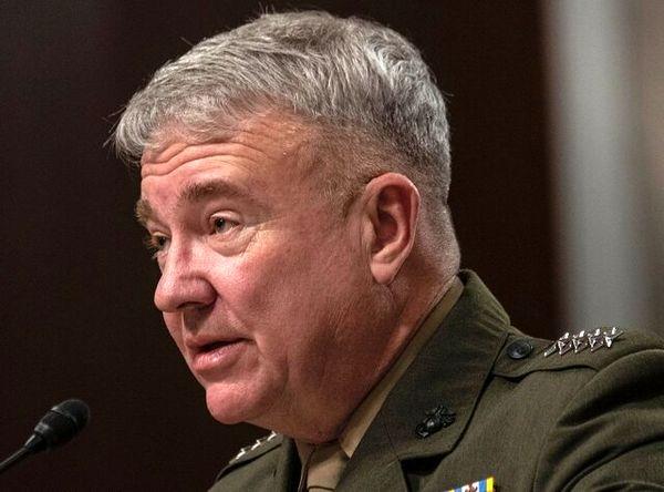 بازدید ژنرال مککنزی از ۳ پایگاه آمریکا در غرب عربستان