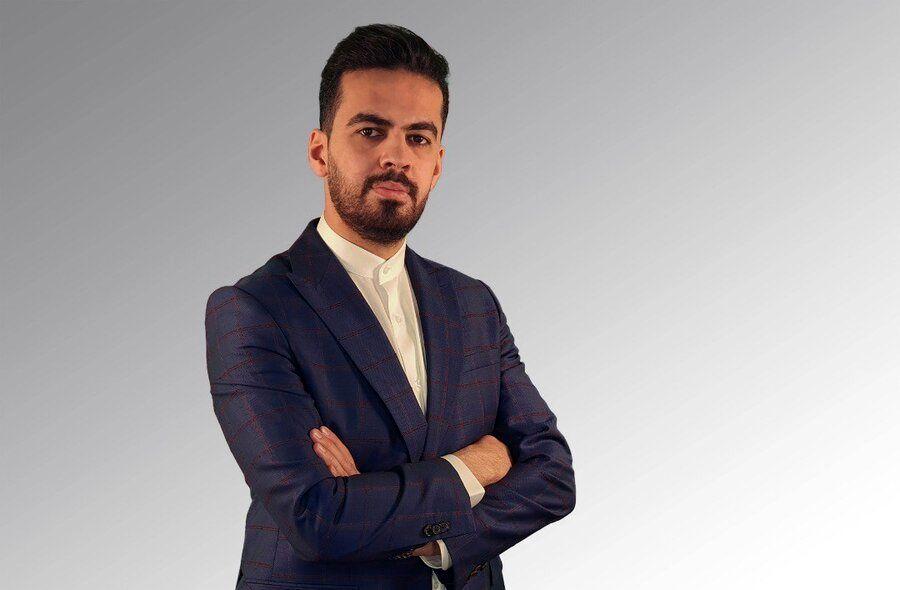 یک ایرانی نخستین توییت تاریخ راخرید
