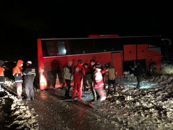 واژگونی اتوبوس در مسیر زاهدان - بم