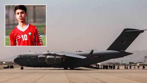 انتقاد شدید یک افغانستانی از رفتار سربازان آمریکایی در فرودگاه کابل