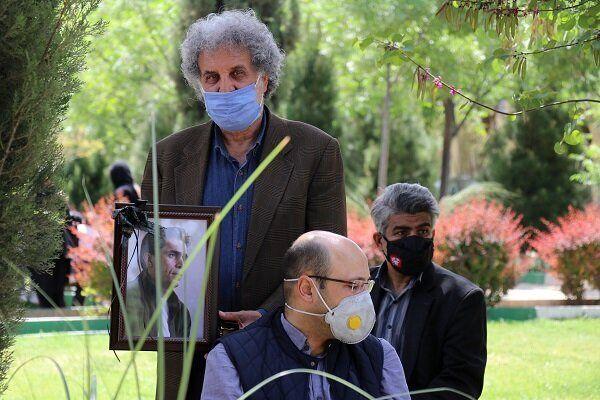پیکر افشین سلیمانپور، هنرمند تئاتر، به خاک سپرده شد