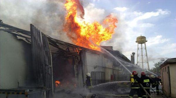 اطفای آتشسوزی ۷ انبار در جاده ارومیه - سلماس