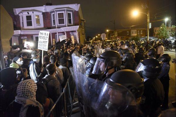 منع رفت و آمد در فیلادلفیا برای مقابله با معترضان