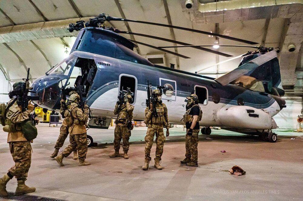 سجد شکر طالبان با لباس آمریکایی در بدرقه آمریکایی!