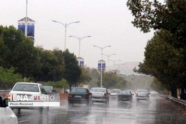 آسمان تهران ابری همراه با رگبار و رعد و برق