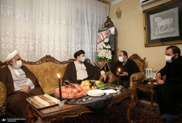 تصویری از سیدحسن خمینی در منزل شهید فخری زاده