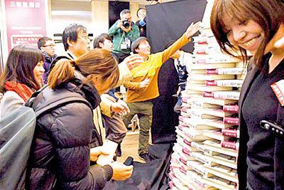صف شبانه برای خرید کتاب تازه موراکامی
