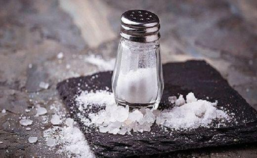اضافه کردن نمک به روغن داغ