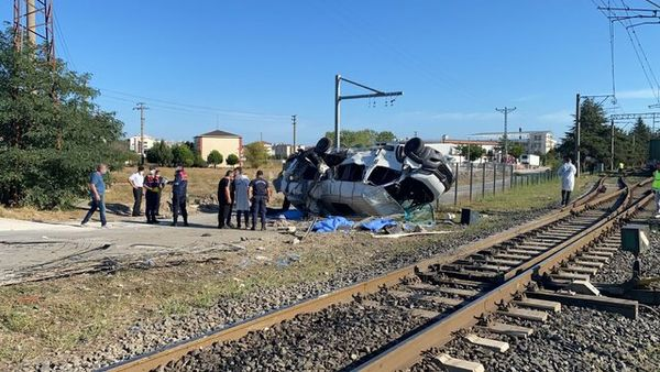 برخورد مرگبار قطار با مینی بوس