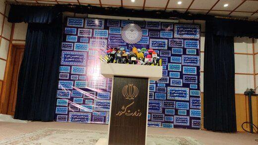 حواشی پررنگ ستاد انتخابات/ احمد نژاد تهدید کرد/ کاندیداتوری یک عروس و داماد