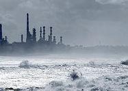 نفت در انتظار سومین توفان