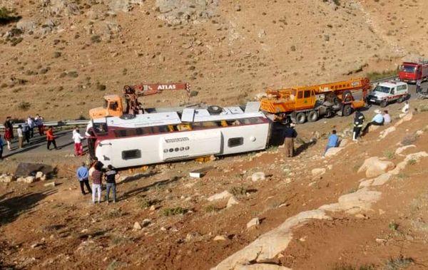 انتقال ۶ نفر از مصدومان حادثه واژگونی اتوبوس به بیمارستان ارومیه