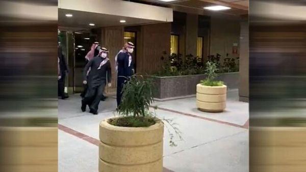 لحظه خروج بن سلمان از بیمارستان بعد از عمل جراحی + فیلم