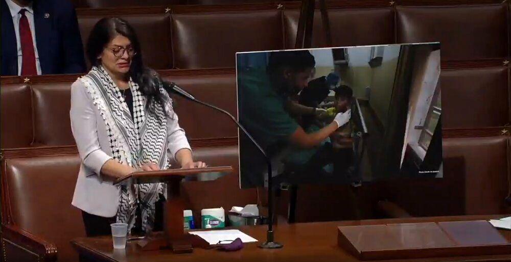 اشکهای نماینده چفیهپوش کنگره آمریکا برای مردم فلسطین/عکس