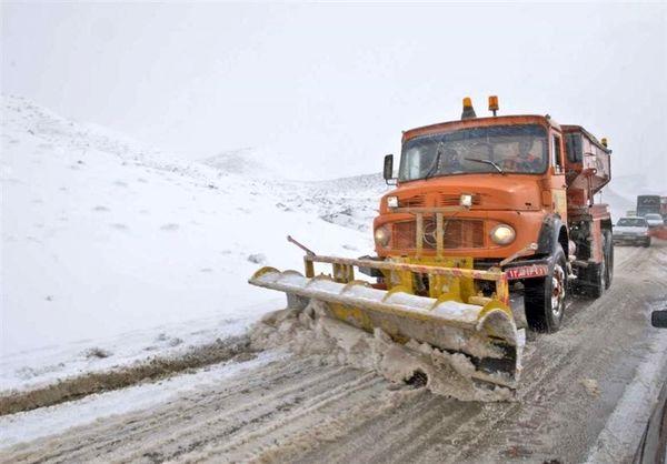 برف جاده فیروزکوه را مسدود کرد
