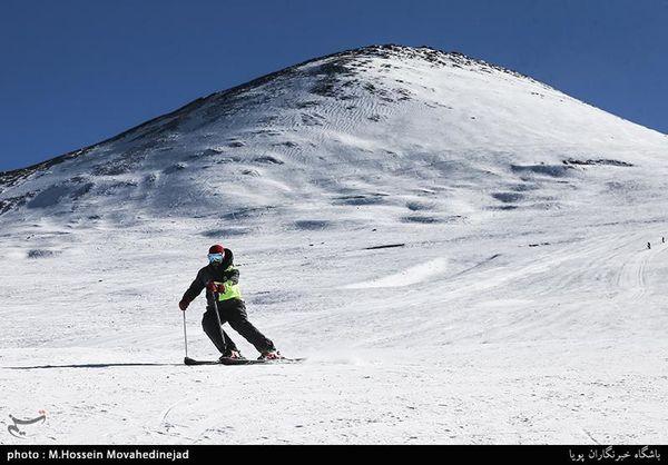 گرفتار شدن 100 کوهنورد در برف توچال