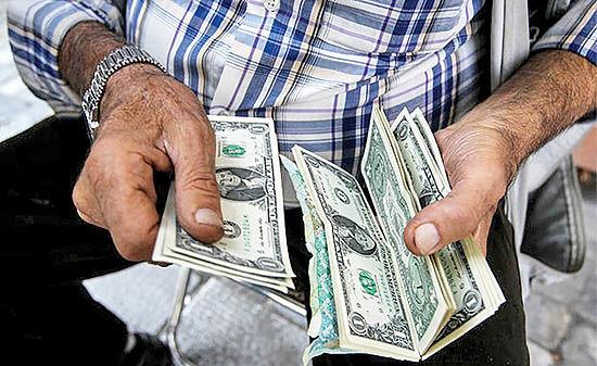 گرانفروشی دلالان دلار