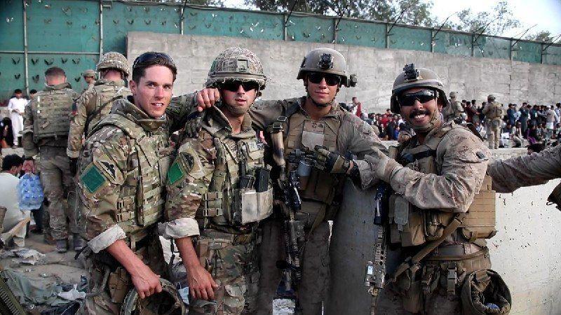 نخبههای ارتش انگلیس با لباس زنان افغانستان از دست طالبان در رفتند!