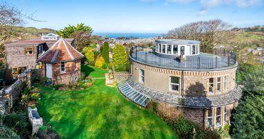 خانه لاکچری ۱.۲۵ میلیون پوندی با معماری ۳۶۰ درجه + تصاویر