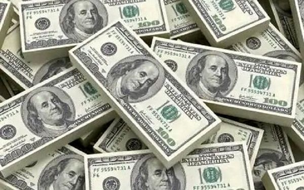 سقوط دلار همچنان ادامه دارد