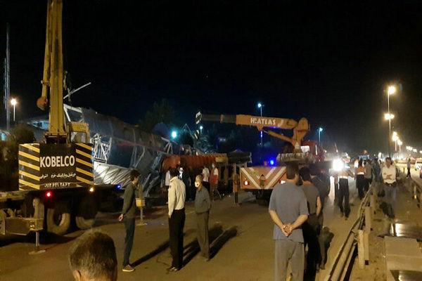 سقوط پل هوایی در اتوبان زنجان - تهران با 7 کشته و مصدوم