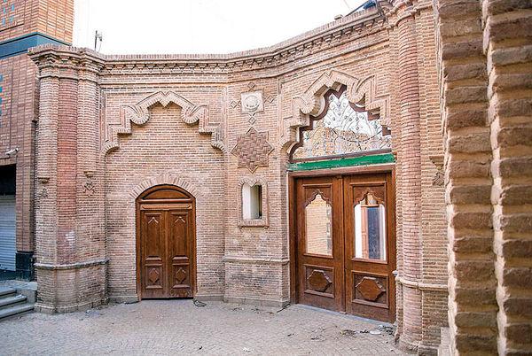 قفل سنگین بر خانه طهران