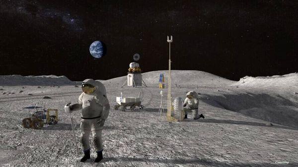 نخستین فضانورد زن به کره ماه میرود