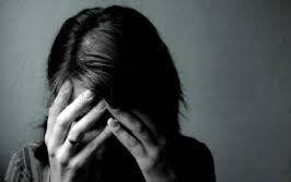 داشتن ۵ علامت نشانه افسردگی اساسی است
