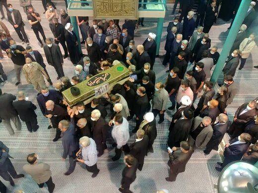 عکسی از مراسم تشییع حجت الاسلام و المسلمین محتشمی پور