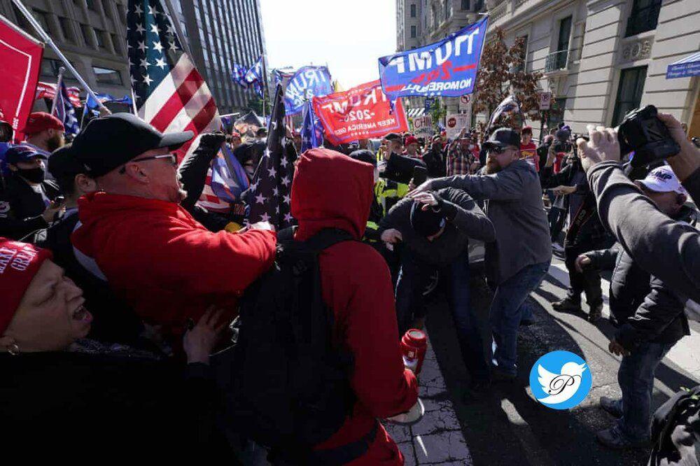 8M0g5baF0Nyw - زد و خورد میان طرفداران و مخالفان ترامپ+ عکس