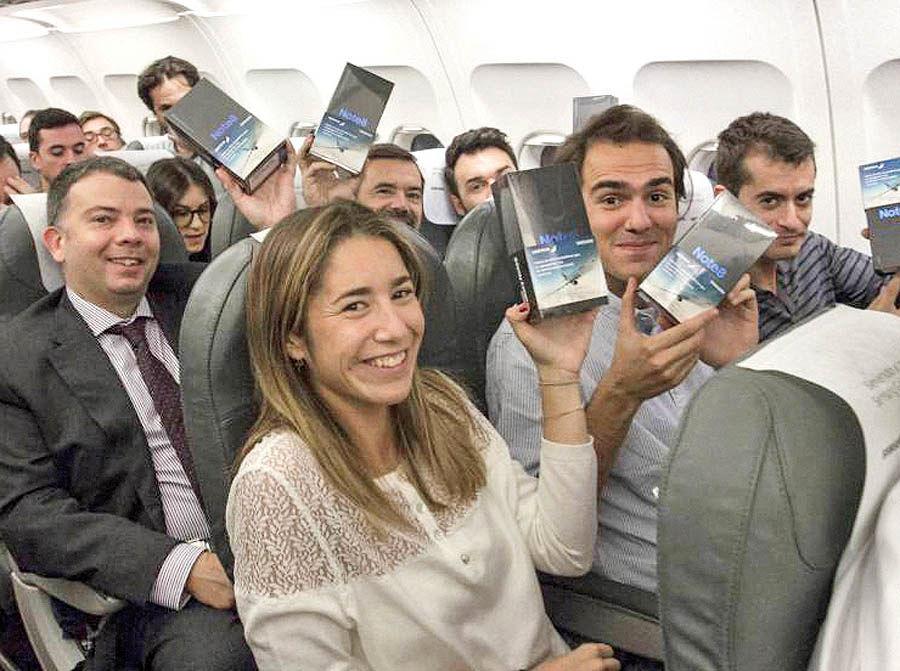 هدیه موبایلی به مسافران یک پرواز