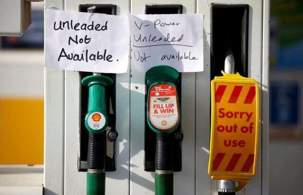 ماجرای صف طولانی بنزین و سهمیه بندی سوخت در انگلیس
