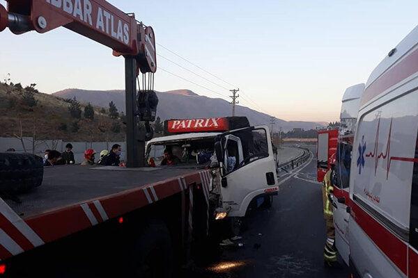 تصادف شدید کامیونت و خاور در بزرگراه شهید یاسینی