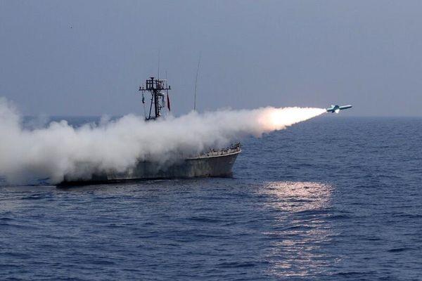 شلیک انواع موشکهای کروز دریایی در رزمایش نداجا