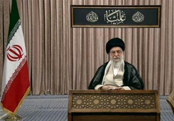 عبارت کتیبه نصب شده در جریان سخنرانی تلویزیونی رهبر انقلاب به چه معناست؟